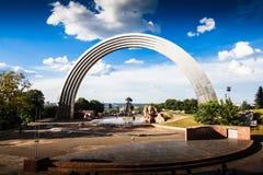 KIEV, UCRANIA - arco de la amistad de las naciones Imagenes de archivo
