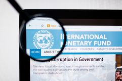 Kiev, Ucrania - 6 de abril de 2019: homepage de la página web del Fondo Monetario Internacional logotipo del Fondo Monetario Inte ilustración del vector