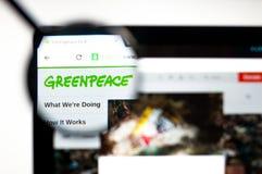 Kiev, Ucrania - 5 de abril de 2019: Homepage de la p?gina web de Greenpeace Logotipo de Greenpeace visible fotos de archivo libres de regalías
