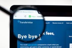 Kiev, Ucrania - 5 de abril de 2019: Homepage de la p?gina web de TransferWise Logotipo de TransferWise visible fotos de archivo libres de regalías