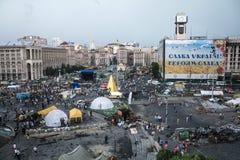 KIEV, UCRANIA - 9 DE AGOSTO DE 2014: Panorama del cuadrado de Maidan durante los días pasados de las barricadas del Euromaidan 20 foto de archivo libre de regalías