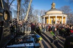 KIEV, UCRANIA - 29 de enero de 2016: En el día de los héroes de Kruty, Presid Imagen de archivo