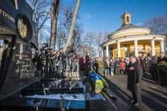 KIEV, UCRANIA - 29 de enero de 2016: En el día de los héroes de Kruty, Presid Fotos de archivo