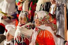 Kiev, Ucrania - 13 de enero de 2018: La colectividad aficionada del folclore realiza villancicos de la Navidad fotografía de archivo libre de regalías