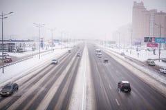 KIEV, UCRANIA - 9 de febrero de 2015: Atasco del invierno Fotografía de archivo libre de regalías