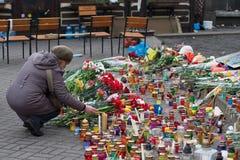 Kiev Ucrania 23 de febrero de 2014 La calle central de la ciudad después de asaltar de las barricadas durante el EuroMaidan imagen de archivo libre de regalías
