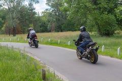 Kiev, Ucrania - 12 de junio de 2016: Motoristas en las motocicletas de alta velocidad Imágenes de archivo libres de regalías