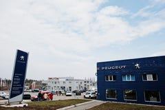 Kiev, Ucrania - 22 de marzo de 2017: Concesión de coche de Peugeot Fotografía de archivo