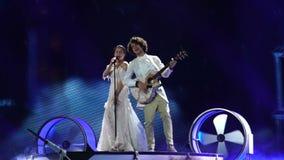 KIEV, UCRANIA - 12 DE MAYO DE 2017: El participante de Naviband de Bielorrusia en competencia de canción de la Eurovisión