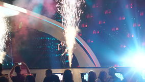 KIEV, UCRANIA - 12 DE MAYO DE 2017: Participante de Israel Imri Ziv en competencia de canción de la Eurovisión almacen de video