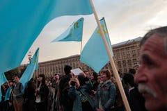 KIEV, UCRANIA - 18 de mayo de 2015: Tártaros crimeos marcan el 71o aniversario de la deportación forzada de tártaros crimeos de C Foto de archivo