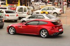 Kiev, Ucrania - 3 de mayo de 2019: Ferrari rojo FF en el movimiento fotos de archivo libres de regalías