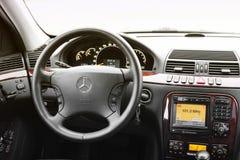 Kiev, Ucrania - 22 de noviembre de 2018: Interior de la S-clase de Mercedes-Benz del coche Interior de cuero del coche fotografía de archivo libre de regalías