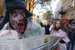 KIEV, UCRANIA - 31 de octubre de 2015: Celebración de Halloween en Kyiv Imagenes de archivo