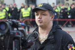 Kiev, Ucrania - 18 de octubre de 2017: Diputado y el activista bien conocido Semyon Semenchenko del ` s de la gente da una entrev imagen de archivo