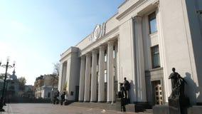 KIEV, UCRANIA - 28 de octubre de 2018 El parlamento ucraniano supremo de Rada- almacen de video