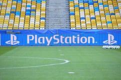Kiev, UCRANIA - 19 de octubre de 2016: Logo Playstation en el estadio encendido Fotografía de archivo
