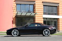 Kiev, Ucrania; 20 de septiembre de 2014, Aston Martin DBS V12 Volante cabriolet El convertible de lujo imagenes de archivo