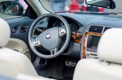 Kiev, Ucrania - 30 de septiembre de 2018: Interior del coche de Jaguar imagen de archivo libre de regalías