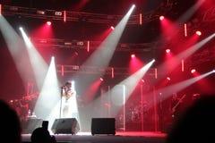 Kiev, Ucrania, 12 04 2011: El cantante ucraniano famoso Jamala canta en la etapa imagen de archivo libre de regalías