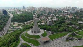 Kiev Ucrania en la visión cinemática aérea 4k metrajes