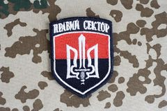 KIEV, UCRANIA - julio de 2015 Chevron del ucraniano se ofrece voluntariamente al cuerpo con las palabras Fotos de archivo libres de regalías