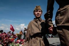 KIEV, UCRANIA - pueda 09, 2015: Las bandas militares marchan en el día del 70.o aniversario de la victoria sobre nazismo en Kiev Foto de archivo libre de regalías
