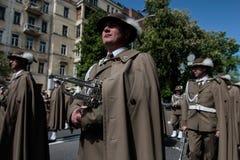 KIEV, UCRANIA - pueda 09, 2015: Las bandas militares marchan en el día del 70.o aniversario de la victoria sobre nazismo en Kiev Imagen de archivo