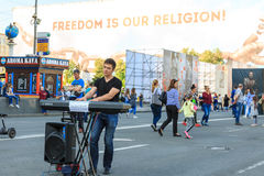 Kiev, Ucrania - pueden 6, 2017 Preparaciones para la Eurovisión 2017 en Khreshchatyk Libertad, música kiev ucrania Fotos de archivo libres de regalías