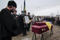 KIEV UKRAINA - April 3 2015: Begravnings- ceremoni för den ukrainska militären Igor Branovitskiy som dödades i den östliga Ukrain Royaltyfria Foton