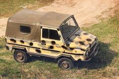 Kiev Ukraina - April 11, 2019: Gammal bil Luaz Militär stilbil fotografering för bildbyråer