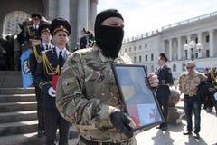"""KIEV UKRAINA - April 24 2015: Georgisk kämpe av ukrainare i """"den AZOV"""" bataljonen som dödades i östligt Royaltyfri Fotografi"""