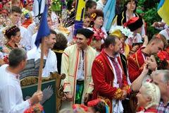KIEV UKRAINA - AUGUSTI 24: Mega marsch av broderier i den ukrainska huvudKyiven fridsam tid Arkivfoton