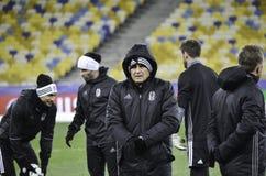KIEV UKRAINA - DEC 06: Besiktas fotbollsspelare som arbeta som privatlärare åt durin Fotografering för Bildbyråer