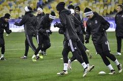 KIEV UKRAINA - DEC 06: Besiktas fotbollsspelare som arbeta som privatlärare åt durin Royaltyfria Bilder