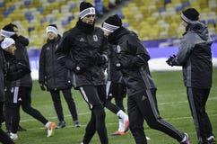 KIEV UKRAINA - DEC 06: Besiktas fotbollsspelare som arbeta som privatlärare åt durin Royaltyfria Foton