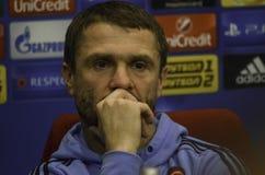 KIEV UKRAINA - DEC 06: Lagledare Sergei Rebrov under UEFA-chamen Arkivfoto