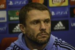 KIEV UKRAINA - DEC 06: Lagledare Sergei Rebrov under UEFA-chamen Royaltyfri Foto