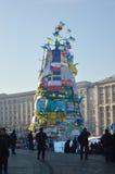 2013-2014 Kiev, Ukraina: Euromaidan Maydan, träd Maidan för nytt år på den Khreshchatik gatan Arkivfoton