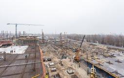 KIEV UKRAINA - Februari 15, 2014: konstruktion av en ny underhållningmitt Royaltyfria Bilder