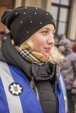Kiev Ukraina - Januari 18th: En ukrainsk flicka är en representant av polisen av kommunikationen som skapas för att förhindra Fotografering för Bildbyråer