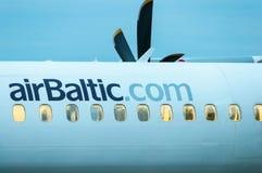 KIEV UKRAINA - JULI 10, 2015: AirBaltic flygkropp royaltyfri bild