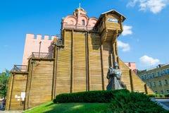 Kiev Ukraina - Juli 30, 2016: Guld- port i Kiev, Ukraina Fotografering för Bildbyråer