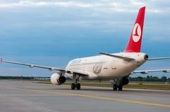 KIEV UKRAINA - JULI 10, 2015: Turkish Airlines Royaltyfria Bilder