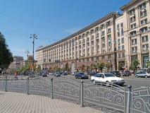 KIEV UKRAINA - JUNI 26, 2007: Den regerings- byggnaden på Kreshchatik gata, 28/2 Royaltyfri Foto