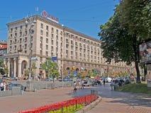 KIEV UKRAINA - JUNI 26, 2007: Den regerings- byggnaden på Kreshchatik gata, 28/2 Arkivbilder