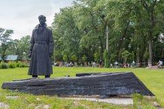 Kiev Ukraina - Juni 12, 2016: Monument till soldaten för röd armé Arkivfoton