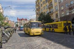 Kiev; Ukraina - Juni 12, 2016: Nationell vakt till att bevaka för kedja Royaltyfria Bilder