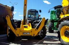 Kiev Ukraina Juni 6, 2018: Tungt maskineri för JCB på utställningen AGRO 2018 royaltyfri bild