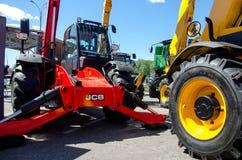 Kiev Ukraina Juni 6, 2018: Tungt maskineri för JCB på utställningen AGRO 2018 royaltyfri foto
